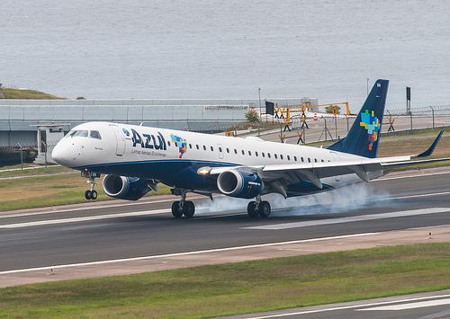 Photo of an Embraer E190 of Azul landing Santos Dumont Airport in Rio de Janeiro