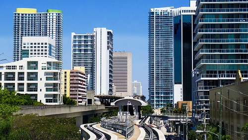 Photo of Miami Metromover approaching Brickell Station