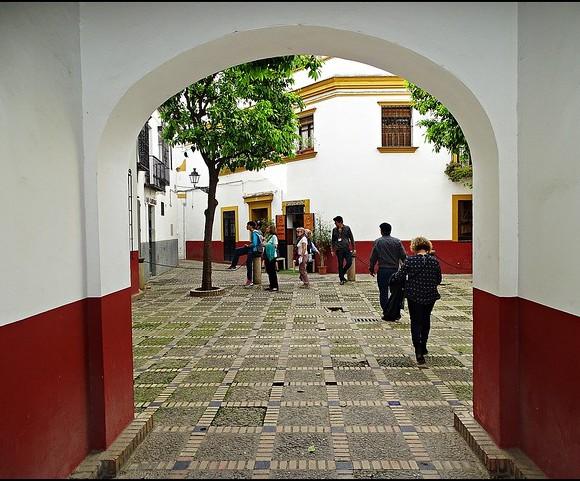 Exploring Barrio de Santa Cruz, Sevilla, Andalusia