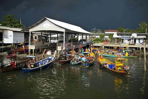 A storm approaching Thap Lamu