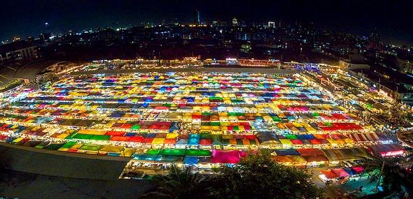 New Rot Fai Market Ratchada, Bangkok, Thailand