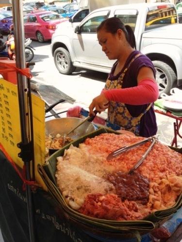 Kappaw Gai (pollo al basilico piccante)
