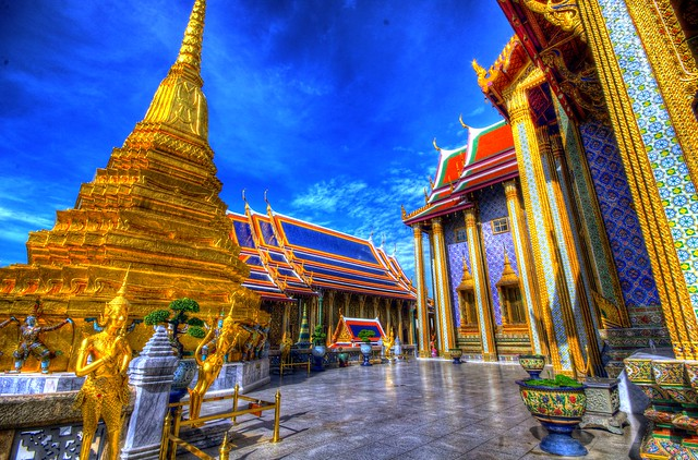 Visiting Wat Phra kaeo, The Grand Palace, Bangkok, Thailand