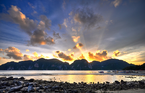 Phi Phi Island, Sunset on Tonsai Bay