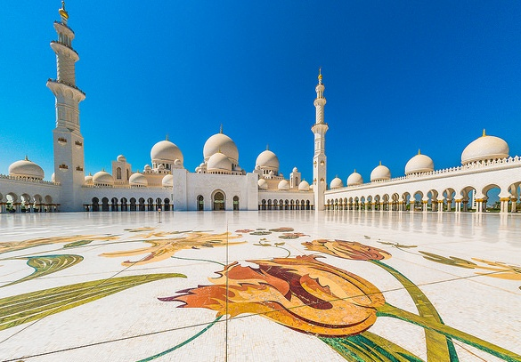 A great Shot of Sheikh Zayed Grand Mosque in Abu Dhabi
