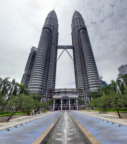 Guida per Visitare le Petronas Towers e la Menara Tower di Kuala Lumpur