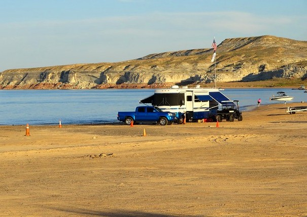 Cars and Motorhomes on the beach at Lone Rock, Lake Powell, Glen Canyon National Recreation Area, Utah