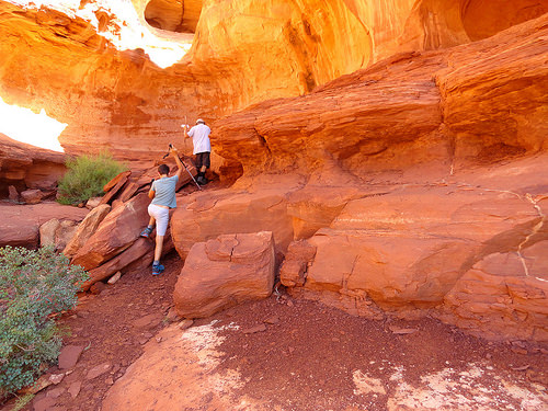 Walking Teardrop Arch and Hidden Ruin Trail, Monument Valley