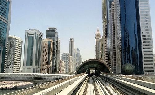 Dubai: Guida Completa ai Trasporti. Come Spostarsi in Taxi, Metropolitana, Bus e Battello.