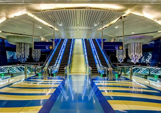 Come Muoversi a Dubai: Guida Completa ai Trasporti ed a Come Spostarsi in Taxi, Metropolitana e Bus