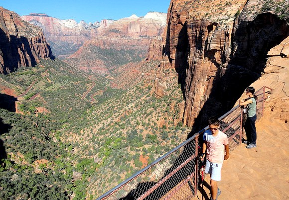 Escursione sul Canyon Overlook Trail a Zion National Park