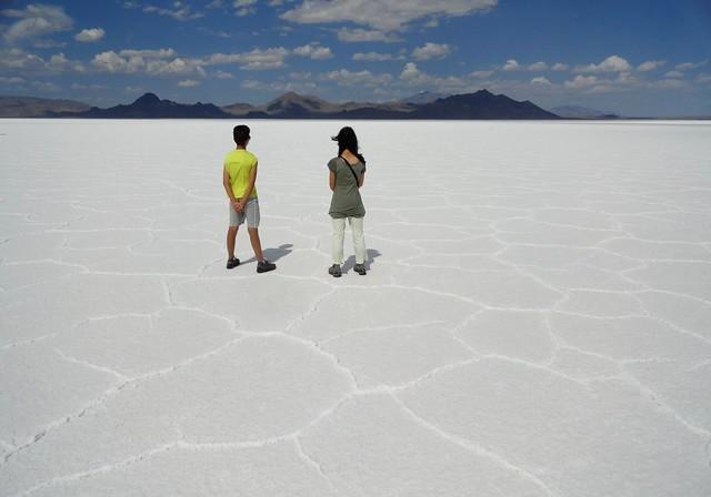 Guida per Visitare Bonneville Salt Flats: il Deserto di Sale dello Utah. Come Arrivare e Cosa Vedere