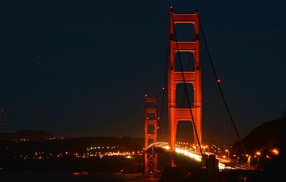 Il Golden Gate di notte a San Francisco, California