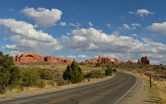Strada al Parco Nazionale di Arches nello Utah