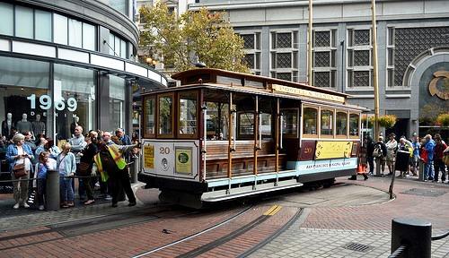 Cable Car all'angolo di Powell e Market Street a San Francisco in California