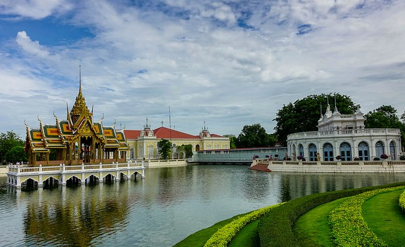 Bang Pa-In Palace, near Ayutthaya, Thailand