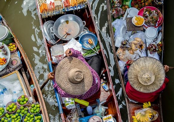 I Migliori Tours Organizzati ai Mercati Galleggianti di Amphawa e Damnoen Saduak ed al Maeklong Railway Market da Bangkok