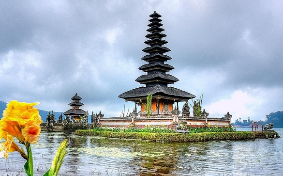 Pura Ulun Danu Temple near Bedegul, Lake Bratan, Bali, Indonesia