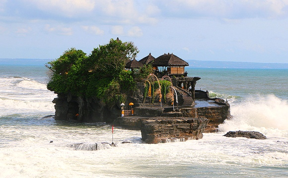 Tanah Lot Temple and the Indian Ocean in Bali, Indonesia