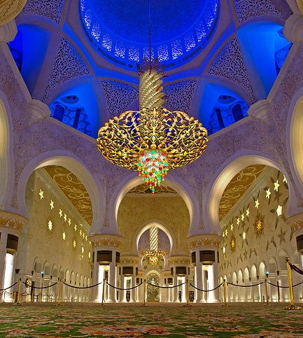 Visiting Sheikh Zayed Grand Mosque in Abu Dhabi, United Arab Emirates