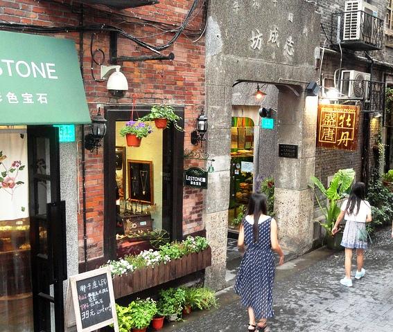 Exploring Tianzifang's Alleys, Taikang Road, Shanghai