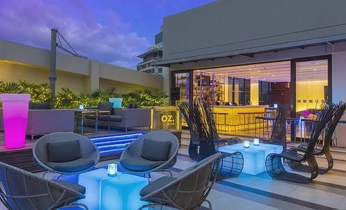 Pool Lounge, Holiday Inn & Suites Makati, Manila