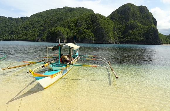 Minalahos Island in front of Gota Beach, Caramoan Peninsula, Camarines Sur, Philippines