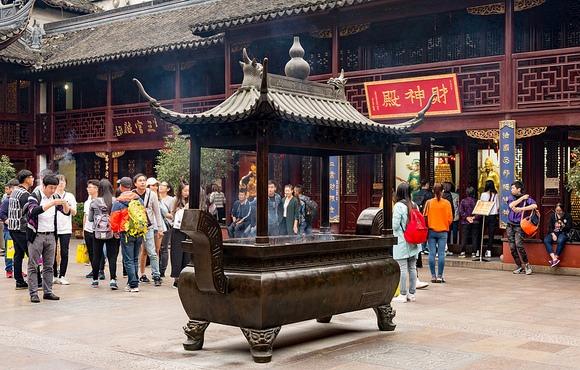 Tourists at City God Temple, Yuyuan Garden, Shanghai