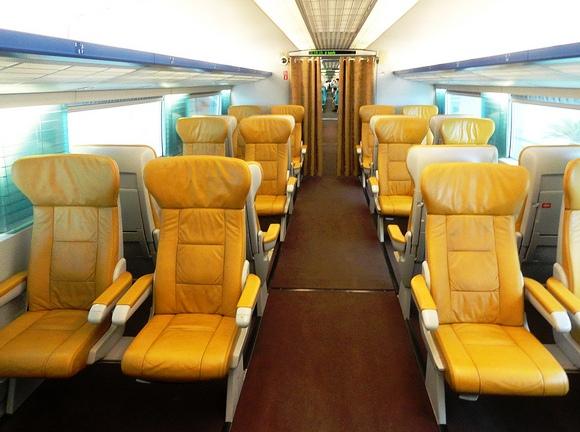 Guida ai Trasporti dagli Aeroporti di Shanghai al Centro in Taxi, Auto Privata, Metropolitana e col Treno Veloce Maglev