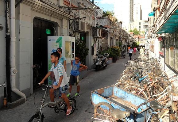 Walking in Model Quarter, West of Madang Road, Xintiandi, Shanghai