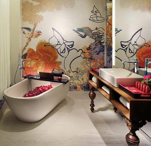 Half Moon Room Bathroom, Mira Moon Hotel, Causeway Bay, Hong Kong Island