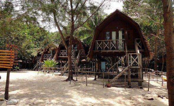Chalets, Mari Mari Backpackers Lodge, Mantanani Island, Sabah, Malaysian Borneo