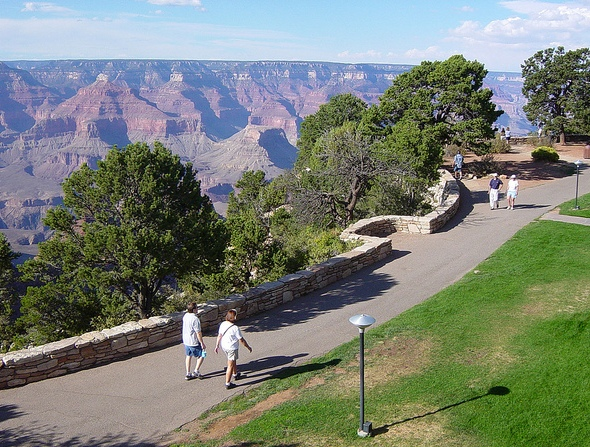 The walk along the canyon rim between Bright Angel Lodge and El Tovar hotel in the Historic District, Grand Canyon Village, Grand Canyon National Park, Arizona
