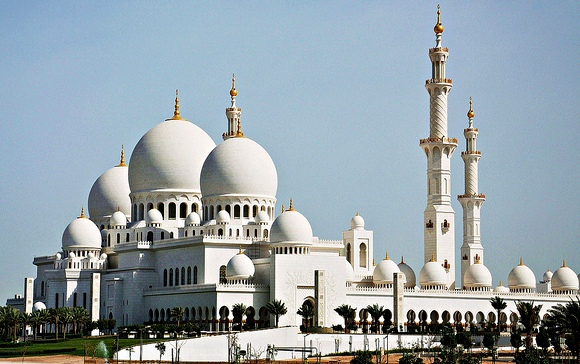 Best Guided Tours, Desert Safaris and Guided Day Trips from Abu Dhabi