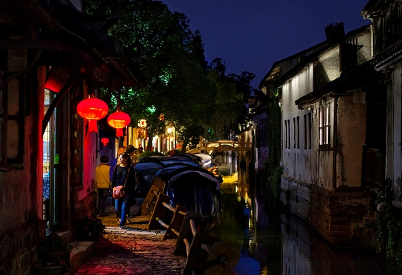 Guided Day-Trip to Zhouzhuang Water Town, China