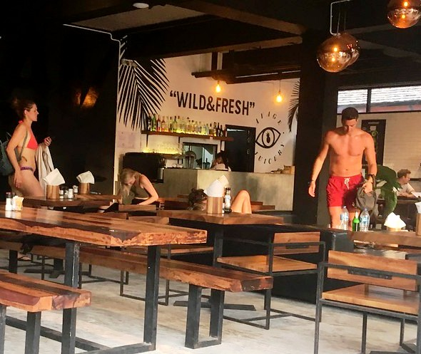 Savage Hostel Bar, Sairee Beach, Koh Tao, Thailand