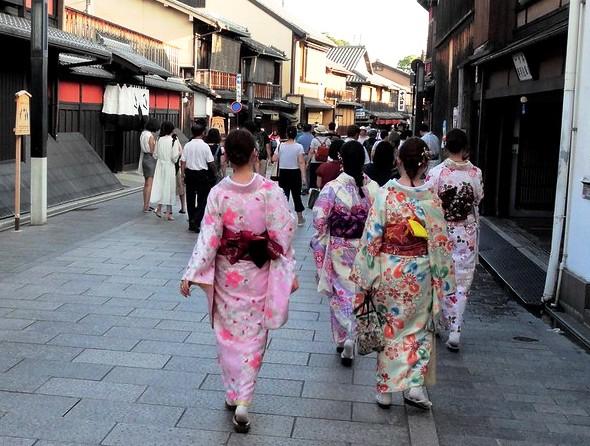 Hanamikoji Dori, Gion, Kyoto, Japan