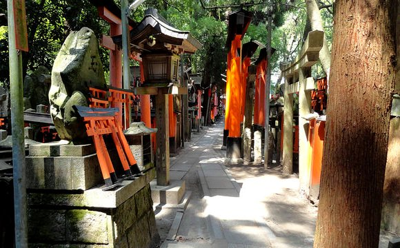 Small Temples, Tea Houses and Restaurant Area, Fushimi Inari Shrine, Southern Kyoto, Japan