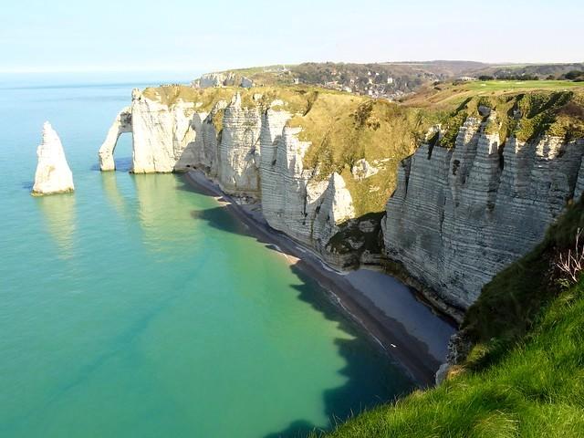 Le Scogliere di Étretat in Normandia: Cosa Vedere e Dove Alloggiare