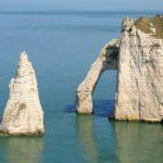 Normandia, le scogliere di Étretat: le foto e la descrizione del paesino di Étretat, del lungomare, della Falesia d'Amont e della Falesia d'Aval