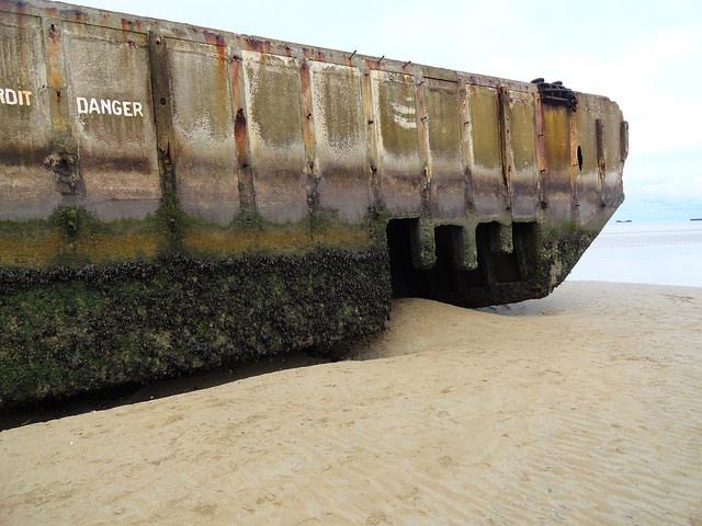 Sur la Plage de Arromanches, Calvados, Basse-Normandie, France