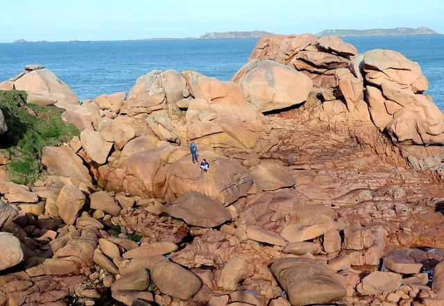 Playing on the Rocks, Sentier des Douaniers, Ploumanac'h, Perros Guirec, Côtes-d'Armor, Bretagne, France