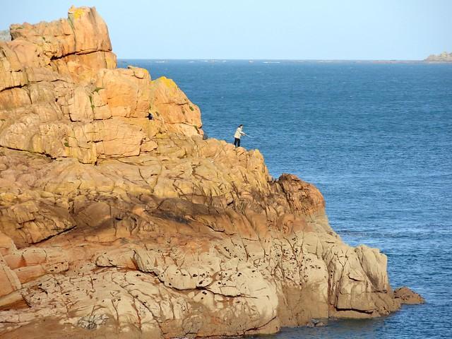Rock Fishing, Côte de Granit Rose, Ploumanac'h, Perros Guirec, Côtes-d'Armor, Bretagne, France