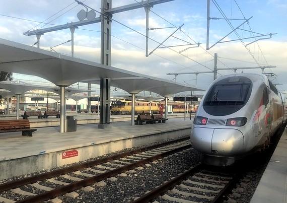 Guida Completa ai Trasporti a Tangeri: i Traghetti dalla Spagna, Come Spostarti ed i Treni da Tangeri a Casablanca, Marrakech e Fez