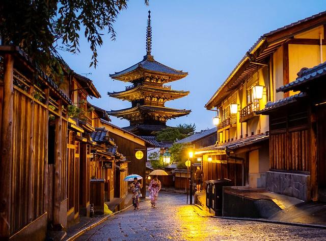 Exploring Gion, Yasaka Pagoda, Kyoto, Japan