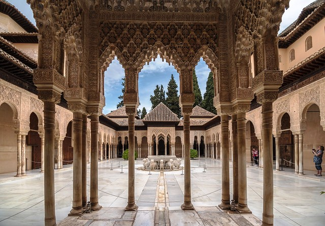 Patio de los Leones, Palacio de los Leones, Palacios Nazaries, The Alhambra, Granada, Andalusia, Spain