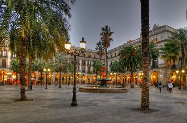 Plaça Reial, Barrio Gotico, Ciutat Vella, Barcelona, Catalunya, Spain
